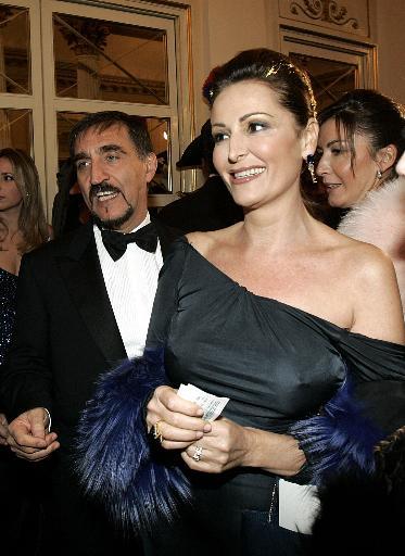 [IMG]http://images.virgilio.it/n_canali/notizie/gallery/Scala_una_serata_da_vip/41b6e267bd023_big.jpg[/IMG]