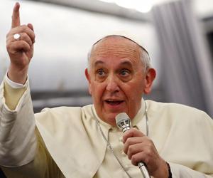 """Vescovo di Ferrara shock: """"Bergoglio deve fare la fine di quell'altro"""""""