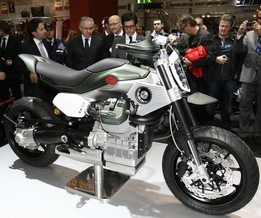 Concept V12!!!!!!!! Motoguzziconceptv12-11946-005-f