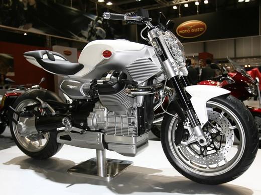 Concept V12!!!!!!!! Motoguzziconceptv12-11946-007-f