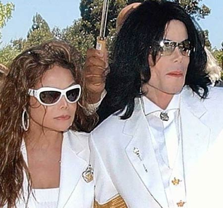 [IMG]http://images.virgilio.it/sg/musica2008/upload/la-/la-toya-michael-jackson.jpg[/IMG]