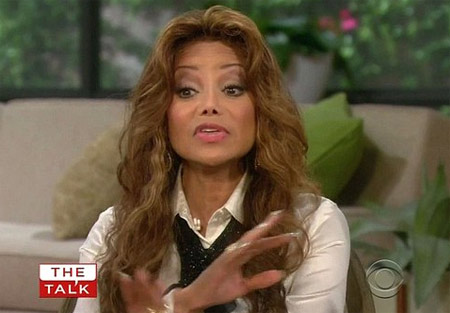 [IMG]http://images.virgilio.it/sg/musica2008/upload/la-/la-toya-the-talk-cbs.jpg[/IMG]