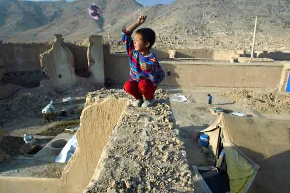 005 aquiloni afghanistan Ci dispiace... da certi giovani afghani