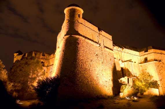 مملكة الريفييراالتي يعتز بها الايطاليون fort-du-mont-alban.j