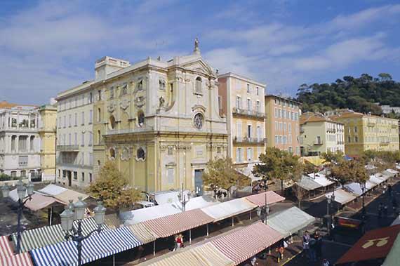مملكة الريفييراالتي يعتز بها الايطاليون mercatino-nizza.jpg