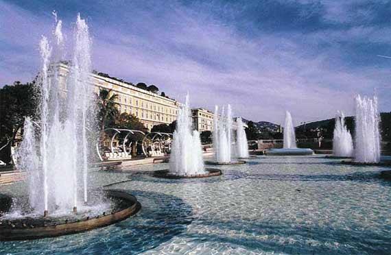 مملكة الريفييراالتي يعتز بها الايطاليون place-massena-fontan
