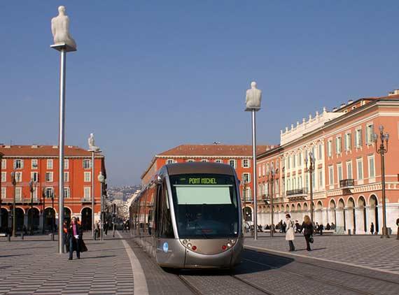 مملكة الريفييراالتي يعتز بها الايطاليون place-massena-tram.j