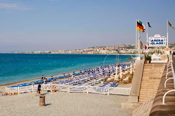 مملكة الريفييراالتي يعتز بها الايطاليون spiaggia-nizza.jpg